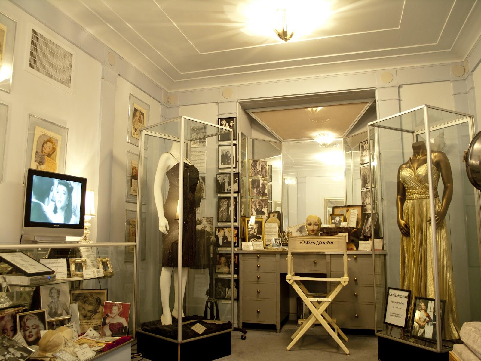 http://3.bp.blogspot.com/-ma8XBf9DMSY/T56RmvTkT7I/AAAAAAAAAjA/OsjKtXqn6mc/s1600/P4227071+hollywood+museum+monroe.jpg