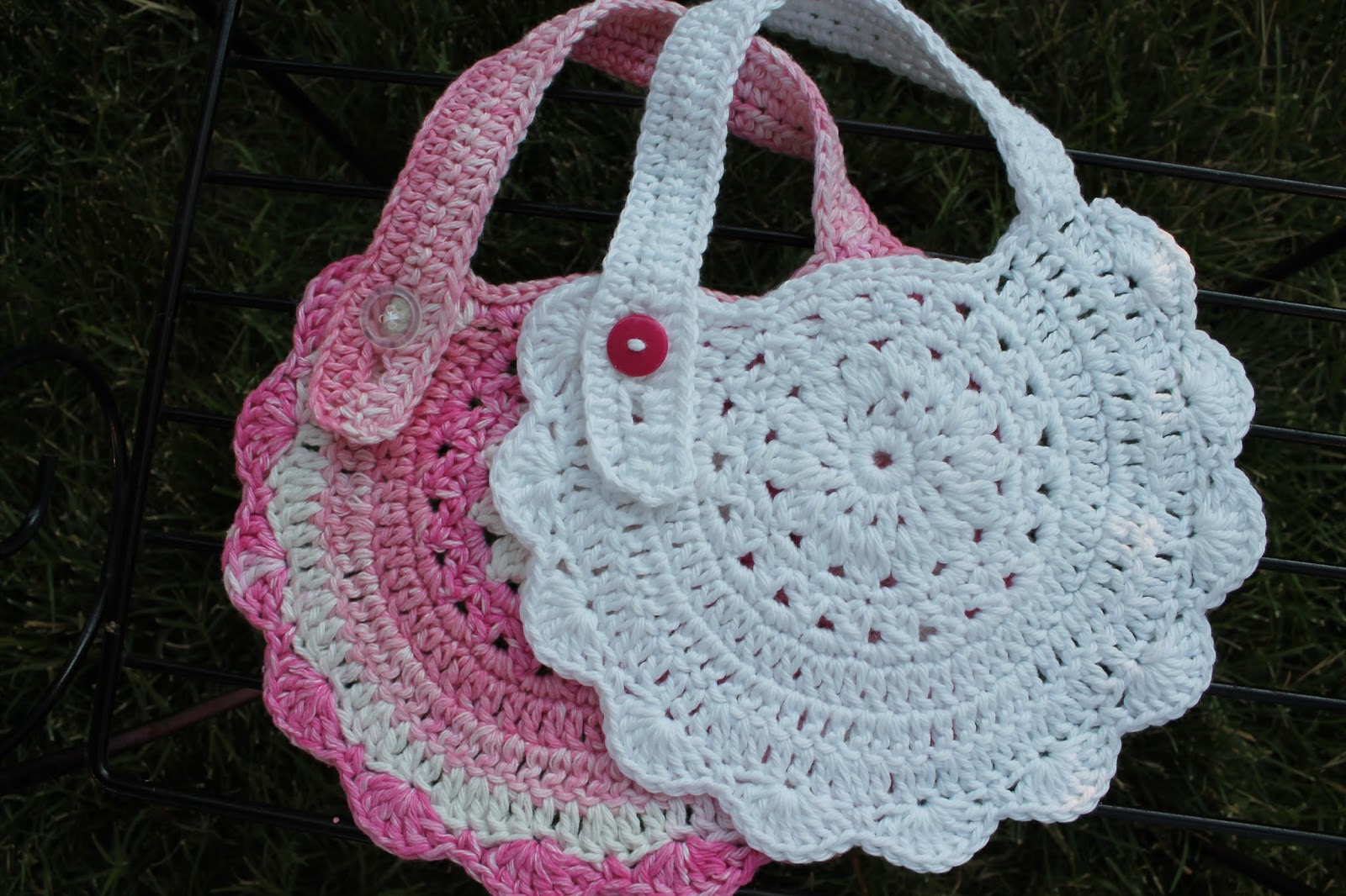 Crochet Baby Bib Patterns : Mi Casa: Crochet Baby Bibs
