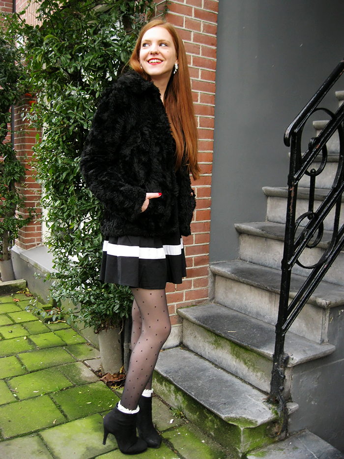 Fashion blogger Amsterdam outfit faux fur dot tights ankle socks lace