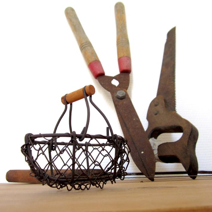 Old things - Vintage - panier à oeufs et outils - http://spicerabbits.blogspot.fr/