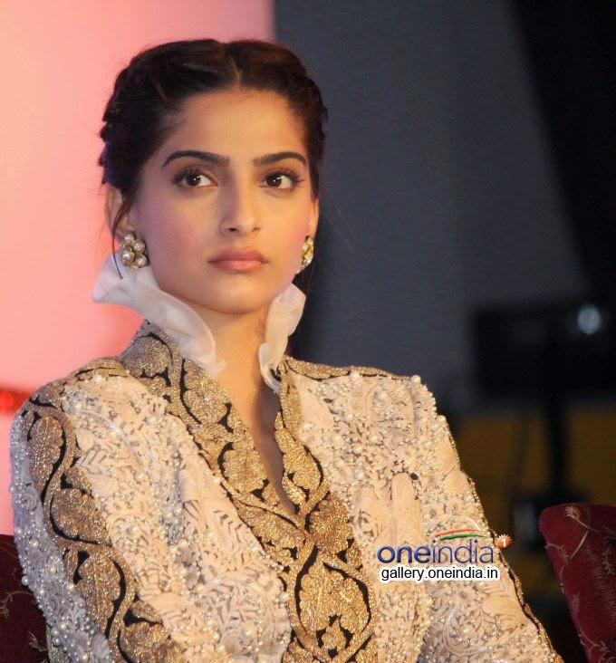 Hot Actress Sonam Kapoor