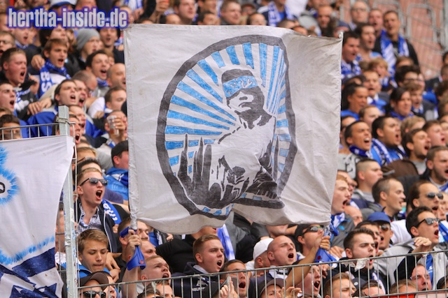 Le Mouvement en Allemagne . - Page 3 1.+FC+Kaiserslautern+-+Hertha+BSC++019