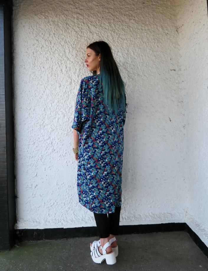 blue hair blogger kimono spring outfit @ hayleyeszti
