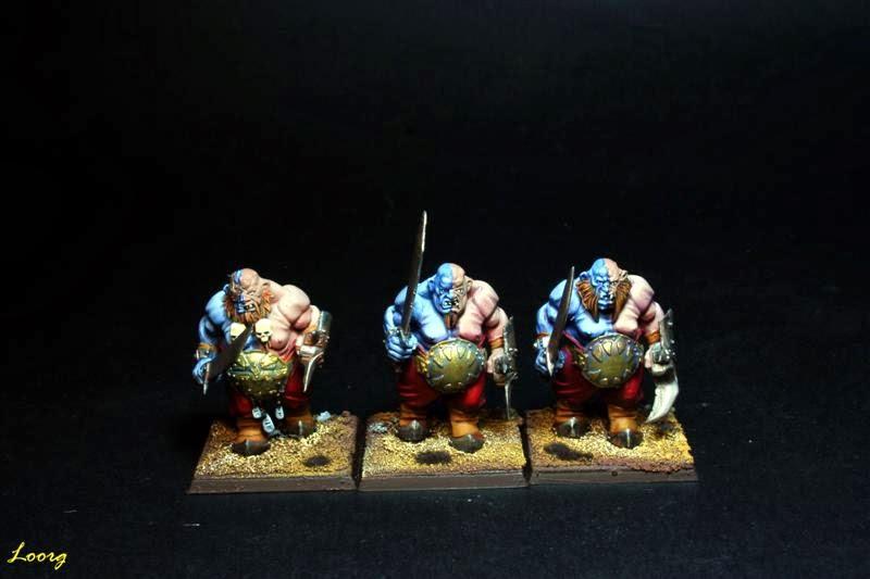 Tropas de Ogros Toro con espadas y puños de hierro