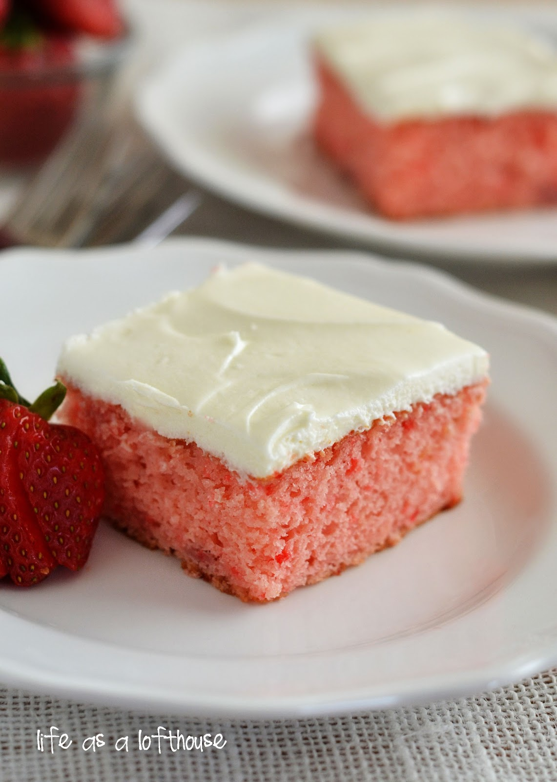 Oct 03,  · This strawberry cake is baked with a simple buttery crumb topping. This is an easy and delicious way to enjoy fresh spring strawberries. The crumb topping can be made with or without chopped nuts, or add some toasted coconut to the topping mennopoolbi.gqted Fat 7g: 37%.