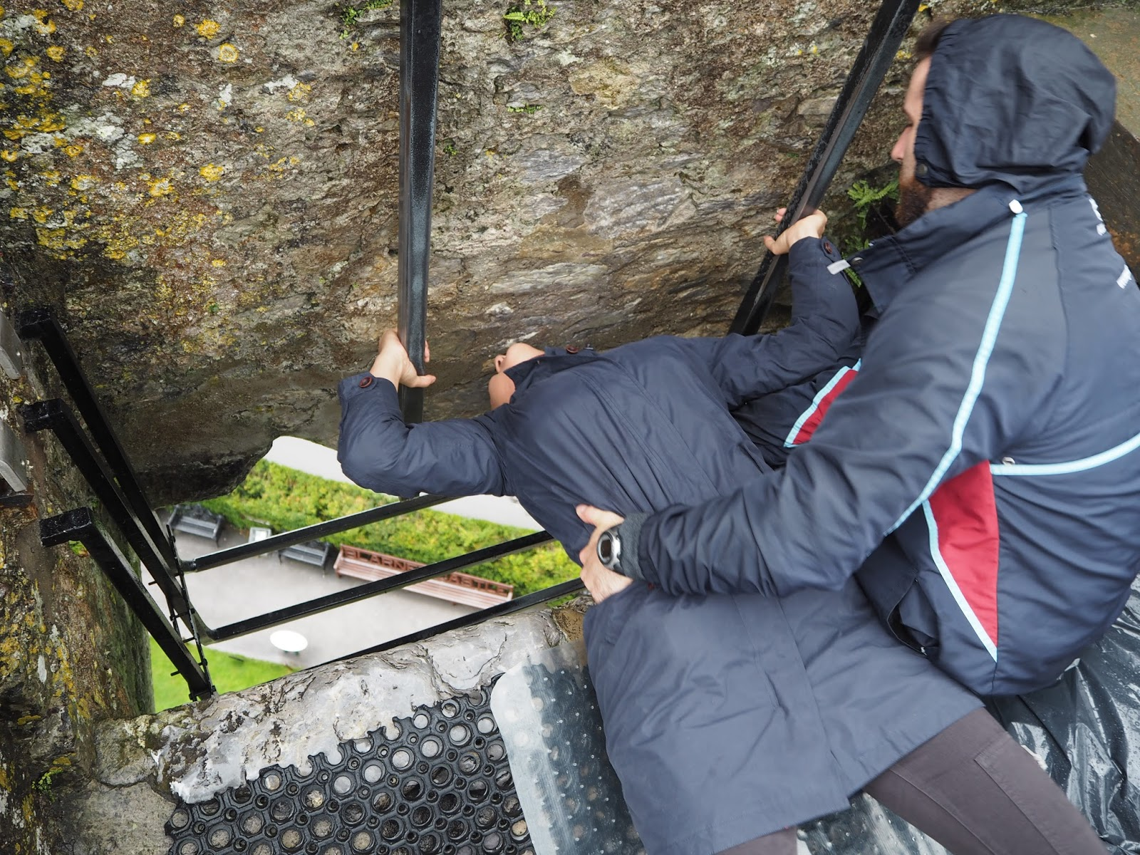 Ireland road trip kissing the blarney stone charlie for The blarney