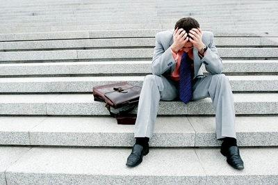 ماذا لو أصبح زوجك عاطلا - unemployment man - business man depressed-saidaonline