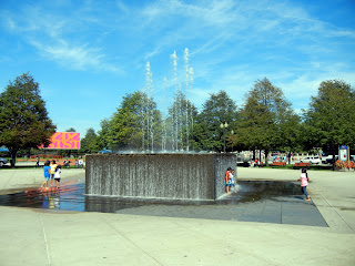 Fountain in Gateway Park at the Navy Pier in downtown Chicago, Illinois