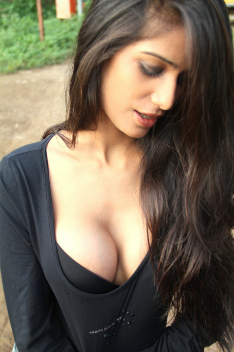 Cleavage Hot Teen Cleavage 105