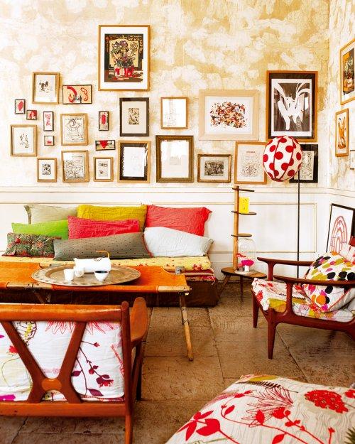Boheme in Nimes: Mid-Century Design mit antikem Blumenmuster und grafischen Seventies Stil