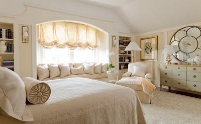 cuarto con muebles cremas