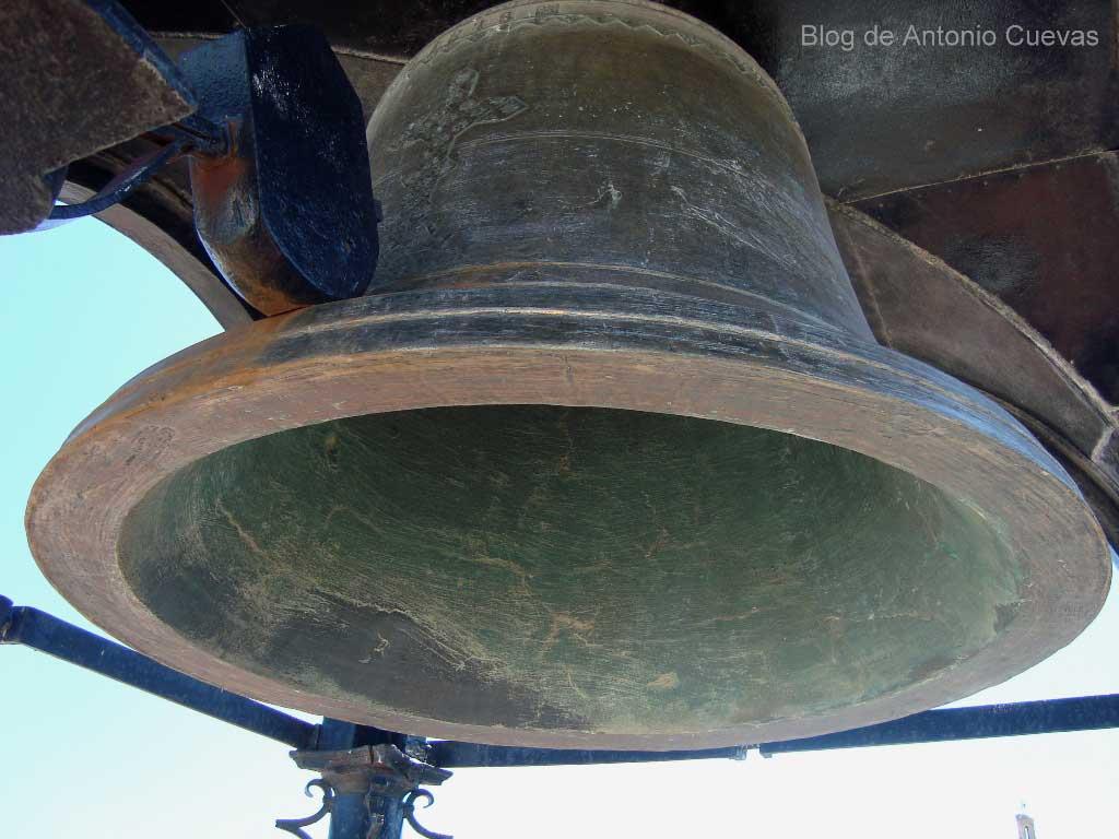 Campana del reloj de torre Losada. Morón