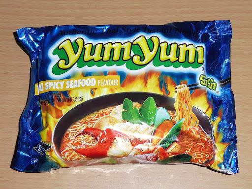 【yumyum】ヤムヤム・スパイシーシーフードヌードル(タイのインスタントラーメン)