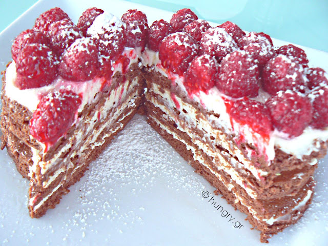 Strawberry and Raspberry Trifle / Dessert for Lovers