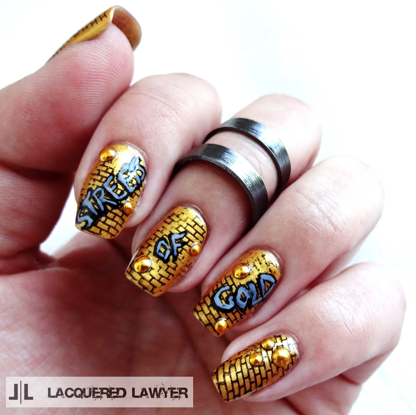 Gold graffiti nail art
