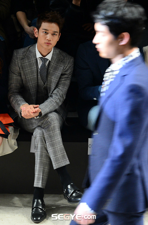 Shinee Minho Seoul Fashion Week 130326 -3