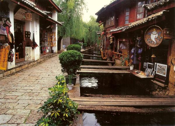 wooden bridges leading to houses in the old town of Lijiang