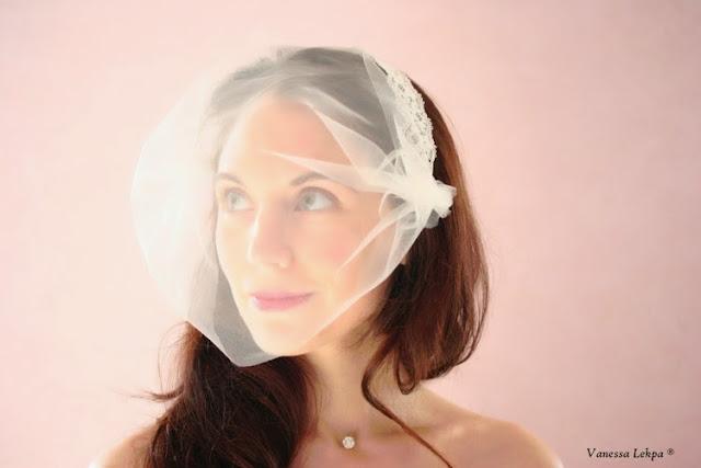 petite voilette de mariée mariaege, style vintage birdcage tulle blanc ivoire cristaux strass pour mariée brune rousse. Voile moderne de créateur