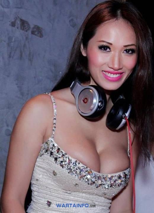 Foto Hot  belahan payudara montok Angie Vu Ha DJ Wanita Cewek Cantik Vietnam Terseksi di Asia