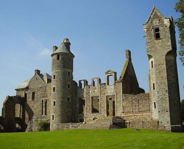 O castelo de Gratot hoje está em ruínas.