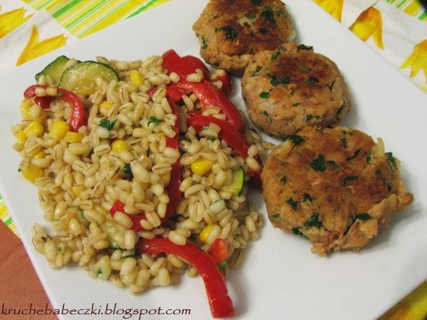 Kotleciki z tuńczyka i kasza jęczmienna pęczak z warzywami :)