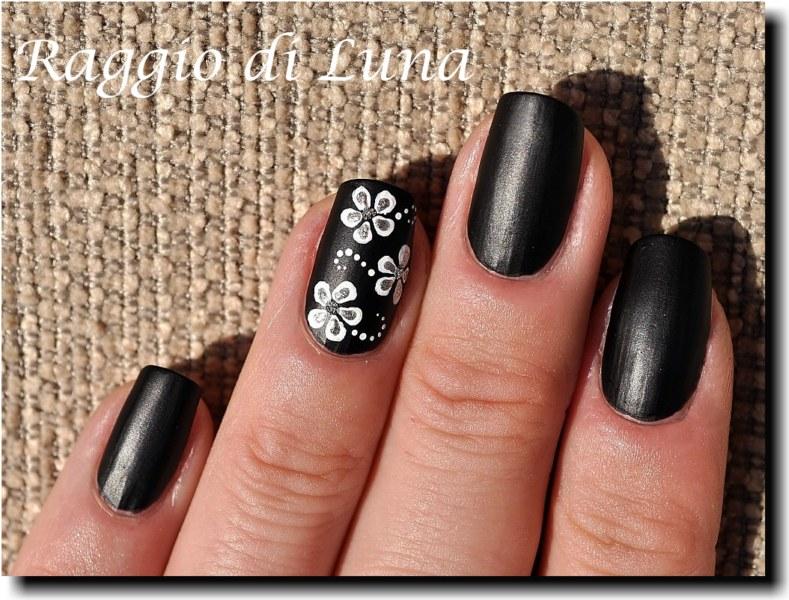 Raggio di luna nails white flowers on matt black acrylic colours mightylinksfo