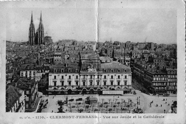 CPA Clermont-Ferrand, la place de jaude et la cathédrale