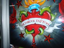 En reklame for tattoo, MED SKRIVEFEIL, AI AI .