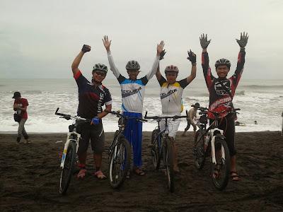 Teman-teman dari Bike to UGM