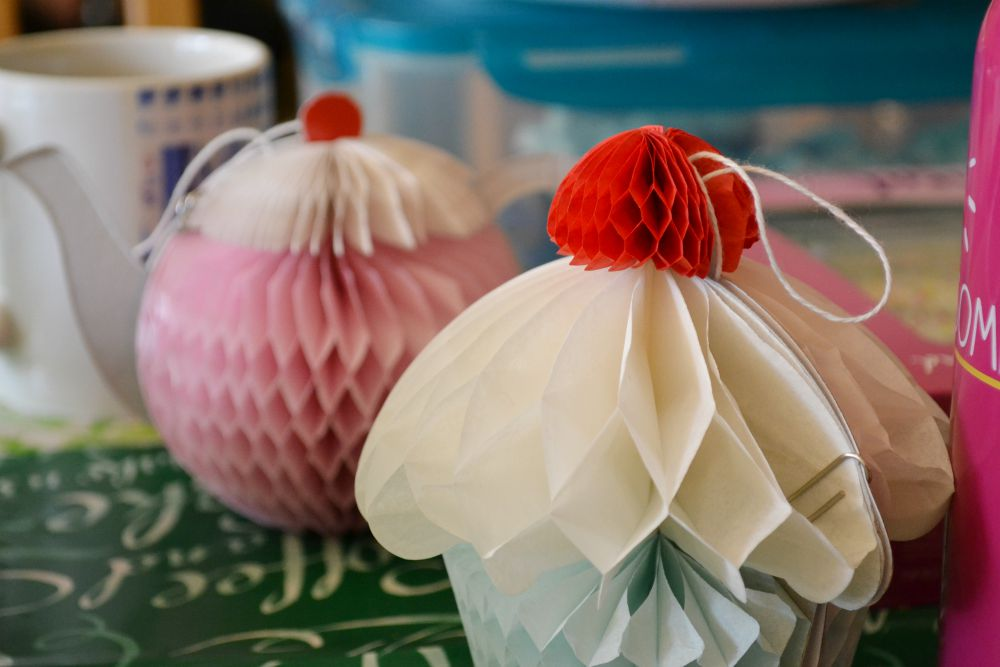 paper cakes accessorize decorations