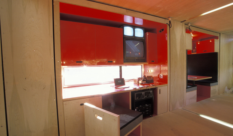 05-LOT-EK-Architectural-Shipping-Container-Mobile-Dwelling-Unit-www-designstack-co
