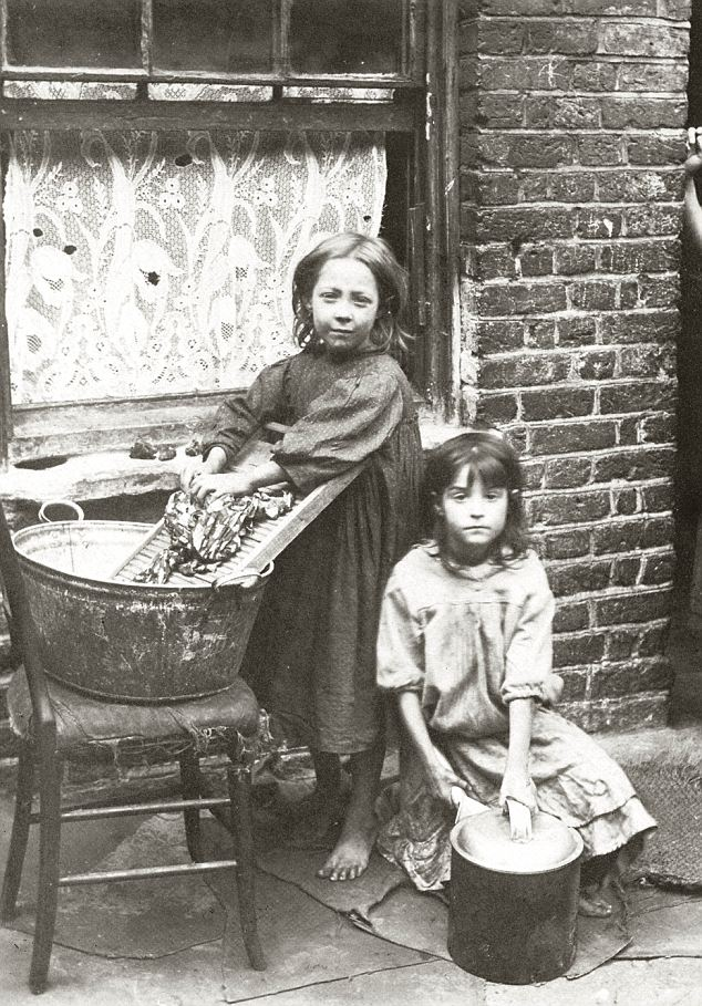 the poverty issues in britain at the beginning of the 20th century Modern times in london victoria was still on the throne there was still dire poverty, and those but unfortunately his words are as apposite at the end of the century as they were at its beginning as always, london is a.