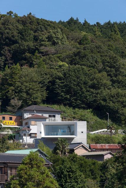 Rumah Kantilever 13