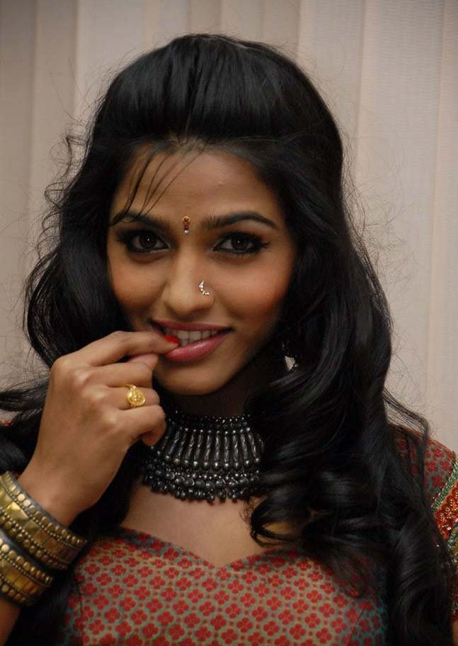 Dhansika Latest Hot Navel Stills 4 Heartwarming Tamil Actress Dhanshika Photo Gallery