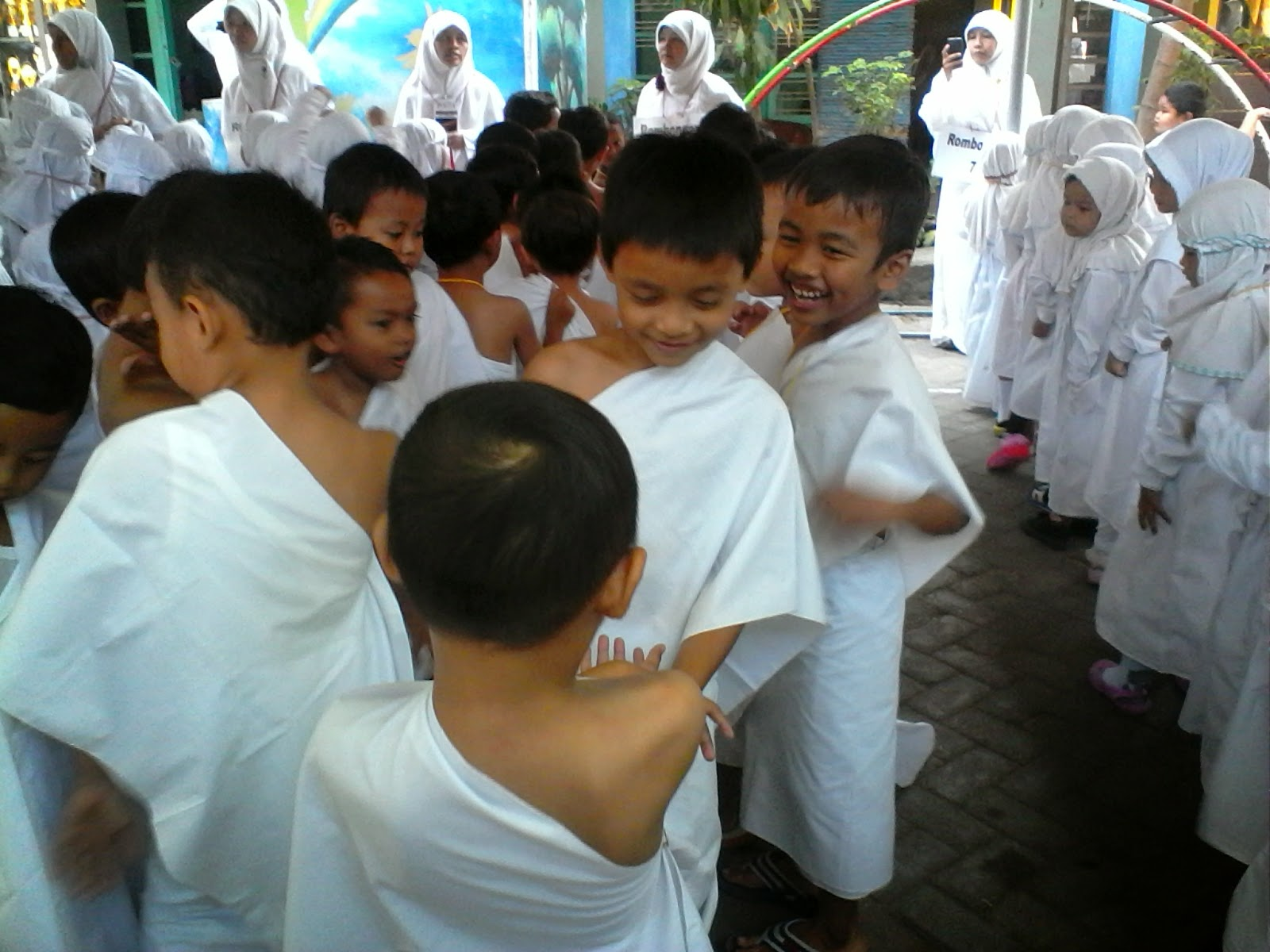 Siswa TKIT Bina Amal Melaksanakan Manasik Haji