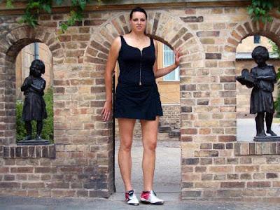 Wanita Raksasa Dari Jerman