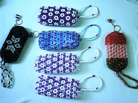 """<img src=""""beads 2.gif"""" alt=""""different designs of coin purse made of beads """" />"""