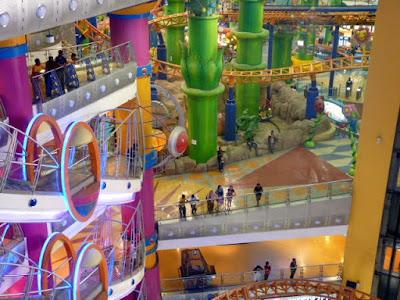 Centros comerciales y food court en kuala lumpur vero4travel for Centro comercial aki piscinas precio