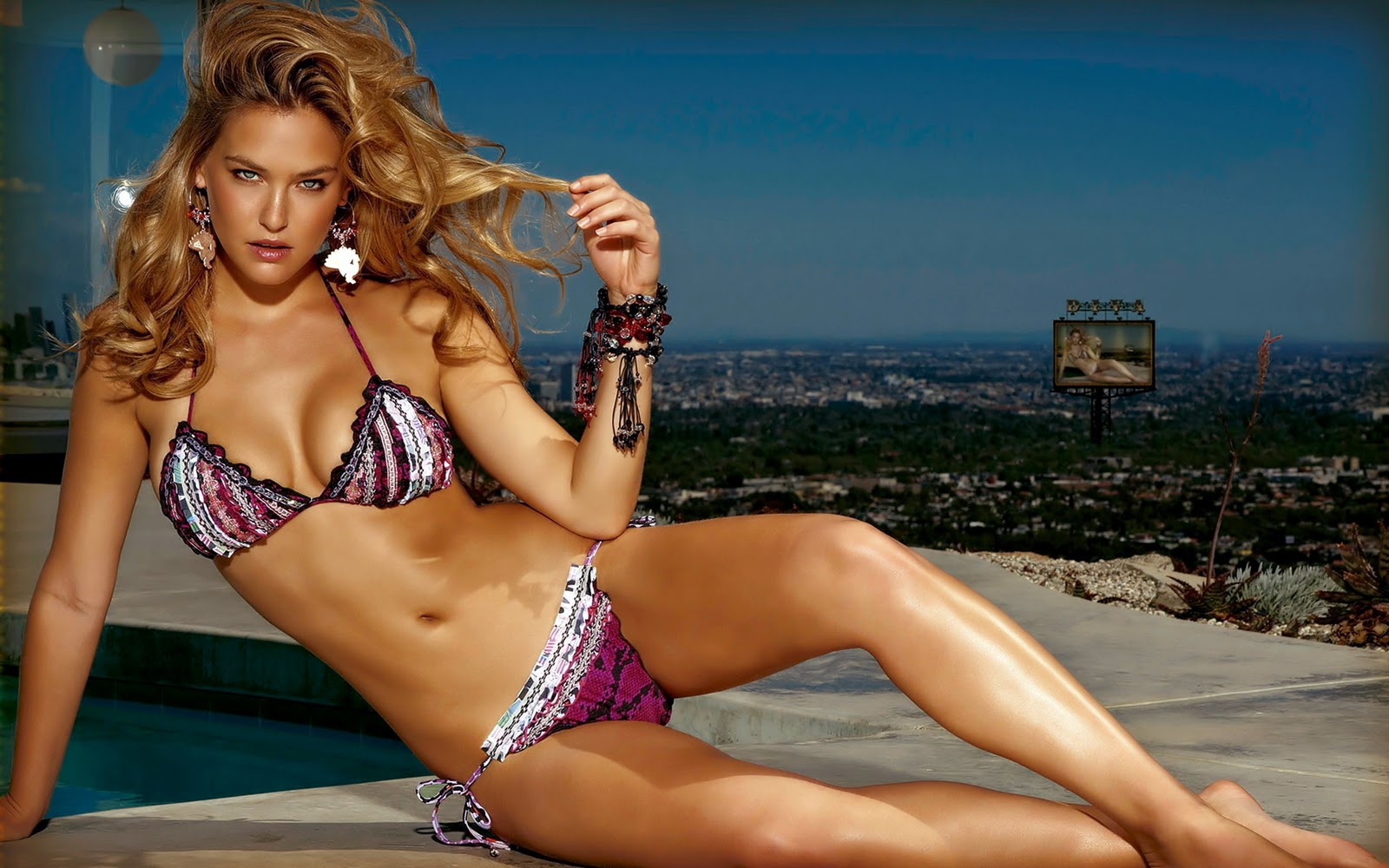 http://3.bp.blogspot.com/-me2rAWBaOJs/UA6OEsMoFFI/AAAAAAAAAjE/AtMzc6f4wKs/s1600/hotmoviepictures-desktop-celebrity-babe-hot-bikini-wallpapers-hd-sexy-bikini-wallpaper-bar-refaeli-black-bikini+(5).jpg