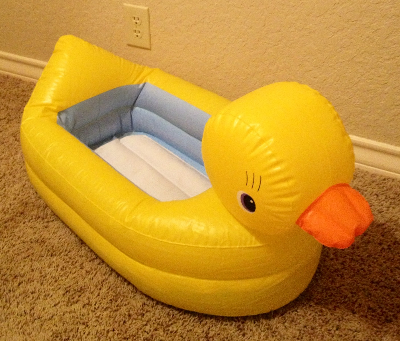 baby bargains munchkin white hot inflatable safety duck tub 8. Black Bedroom Furniture Sets. Home Design Ideas