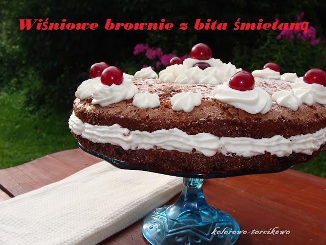 Wiśniowy torcik  brownies z bitą śmietaną