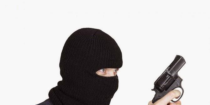 Penjahat kenal kasir, batal merampok