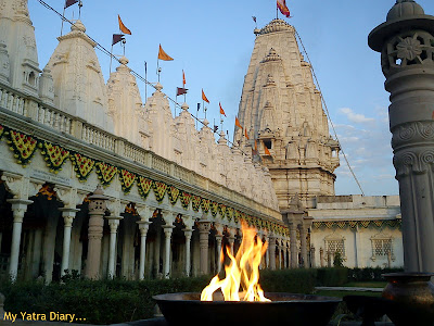Arti in the Rani Sati Temple in Jhunjhunu, Rajasthan