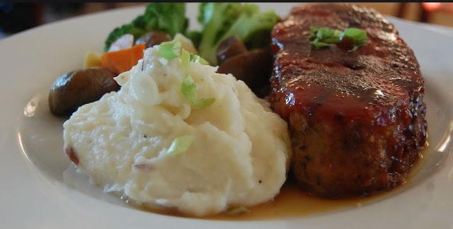 Pain de viande cuisiné avec des restes de viande de boeuf, porc, recette Québec