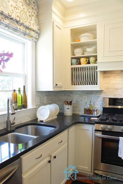 builder's grade kitchen makeover on the cheap.