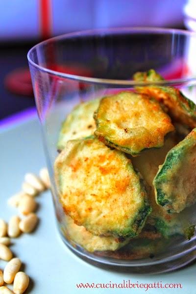 zucchine fritte e salsa ai pinoli