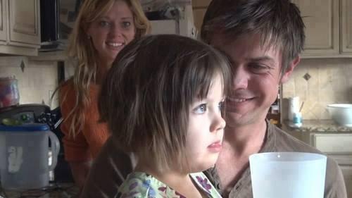 Uma menina de 6 anos chamada Charlotte, não andava e nem falava devido a muitas convulsões, foi tratada com maconha medicinal e agora ela consegue falar e andar.