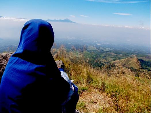 Muslimah Mendaki Gunung