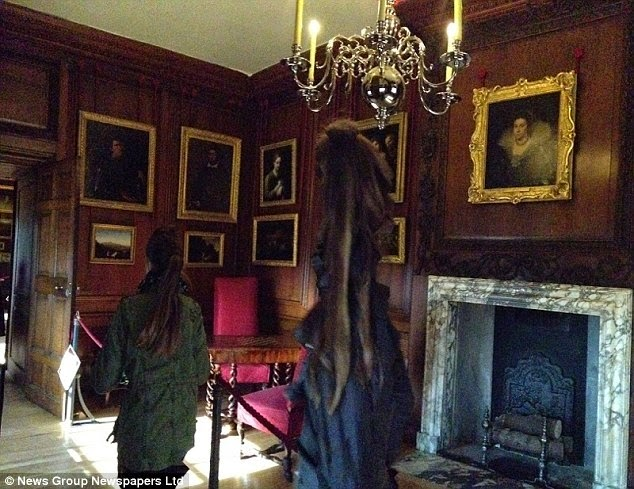Unexplained Photo – Is this spooky apparition the Grey Lady of Hampton Court? Image21