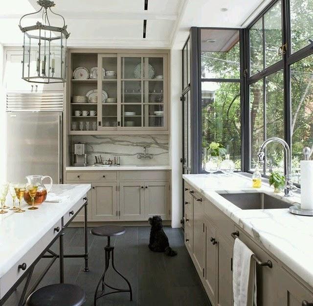 Decorar con total white y conseguir espacios amplios, limpios, ordenados y luminosos